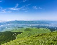 熊本県 阿蘇山 米塚と外輪山