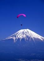 猪之頭林道からパラグライダーと富士山