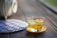 縁側に置かれた麦茶 日本の夏