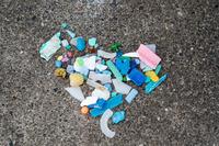 拾い集めたプラスチック