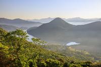 長崎県 朝靄たなびく井持浦と玉之浦湾 福江島