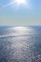 海と太陽の光