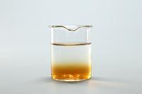 コーヒーシュガーが水に溶けるようす 溶け始め A/2