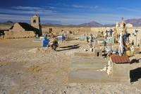 ボリビア サンフアン 教会と墓地