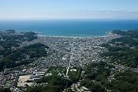 神奈川県 鶴岡八幡宮と鎌倉市街地より鎌倉海岸と相模湾