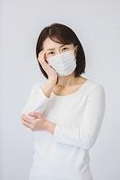 マスクを着けた40代日本人女性