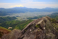 山梨県山梨市 乾徳山頂上より富士山