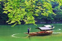 京都府 京都市 景勝地嵐山 屋形船 新緑