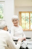 老々介護の日本人シニア夫婦