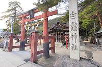 滋賀県 白鬚神社 鳥居と拝殿