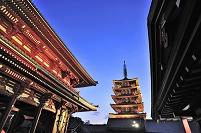 東京都 浅草寺宝蔵門と五重塔