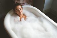 入浴する外国人