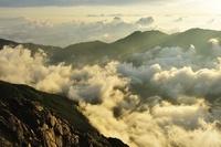 山梨県 朝日を受け沸き立つ雲海 北岳より鳳凰三山