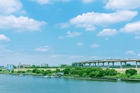 東京都 首都高の橋梁と荒川
