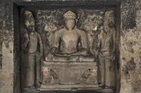 インド エローラ石窟群 第12窟 ティーン・タル窟 内部(中2階)