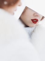 鏡に映った女性の唇