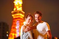 東京タワーを観光する外国人