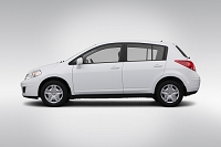 2012 Nissan Versa 1.8 S in White 自動車