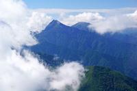 長野県 甲斐駒ヶ岳から雲と北岳