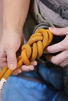 クライミング ザイルを結ぶ手
