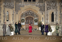 英王室一家、ウィンザー城でボランティアらに感謝
