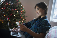クリスマスを楽しむ女性