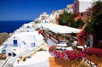 ギリシャ  ブーケビリアンとイアの白い家並