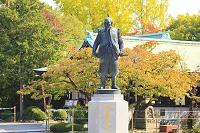 大阪府 大阪城豊国神社前に立つ豊臣秀吉公像