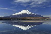 山梨県 山中湖と逆さ富士山