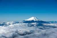 山梨県 雲海と富士山(道志村周辺より)