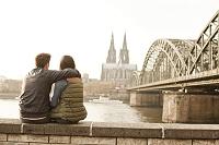 ドイツ ケルン 寛ぐカップル
