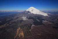 静岡県 東富士演習場上空から見る富士山と宝永火口