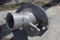 土木工事現場の杭打ちドリルの刃
