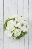 白とグリーンの丸いアレンジメント