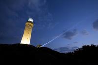 山口県 夕景の角島灯台