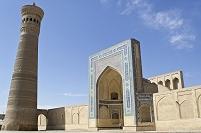 カラーン・モスクとミナレット