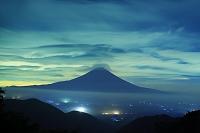 静岡県 猪之頭林道 夜の富士山と吊るし雲