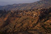中国 雲南 棚田の上にある村