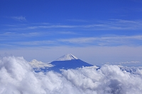 山梨県 間ノ岳から望む富士山と雲海