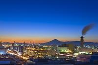 神奈川県 京浜工業地帯と富士山の夜景