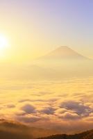 山梨県 櫛形林道 夜明けの富士山と雲海