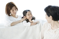 笑顔の3世代家族
