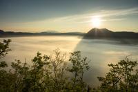 北海道 第一展望台より霧の摩周湖