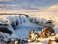 アイスランド 厳冬のゴーザフォスの滝