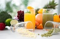 ジュースとサプリメントと果物