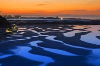 兵庫県 新舞子浜の干潟と朝焼け