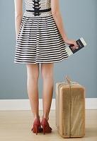 海外旅行に行く女性の後姿