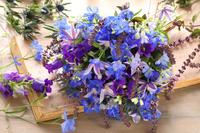 青い花のブーケ