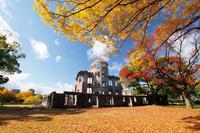 広島県 紅葉の原爆ドーム
