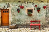 チェコ チェスキー クルムロフ 赤い椅子と家